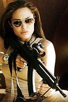 Стреляй как Джоли