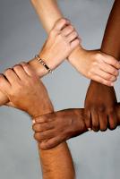 Компания Стивена Спилберга поднимет тему расизма
