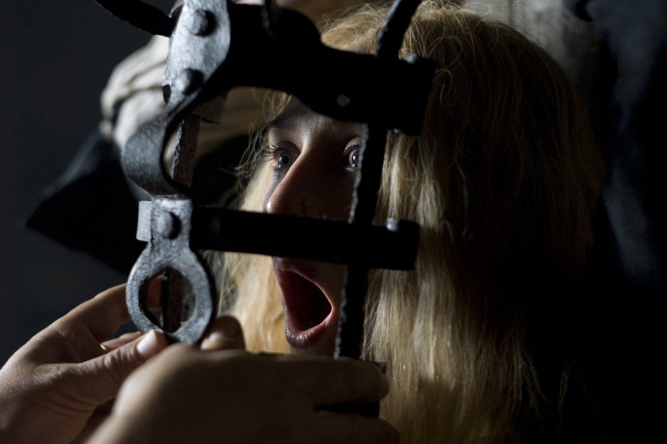 Пытки девушек фото 18 фотография