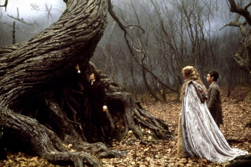 sleepy hollow book vs movie Sleepy hollow essaysaudience: save your essays here so you can locate them quickly in the movie the legend of sleepy hollow.