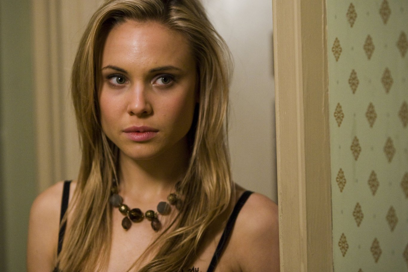 Leah Pipes Nude Photos 87