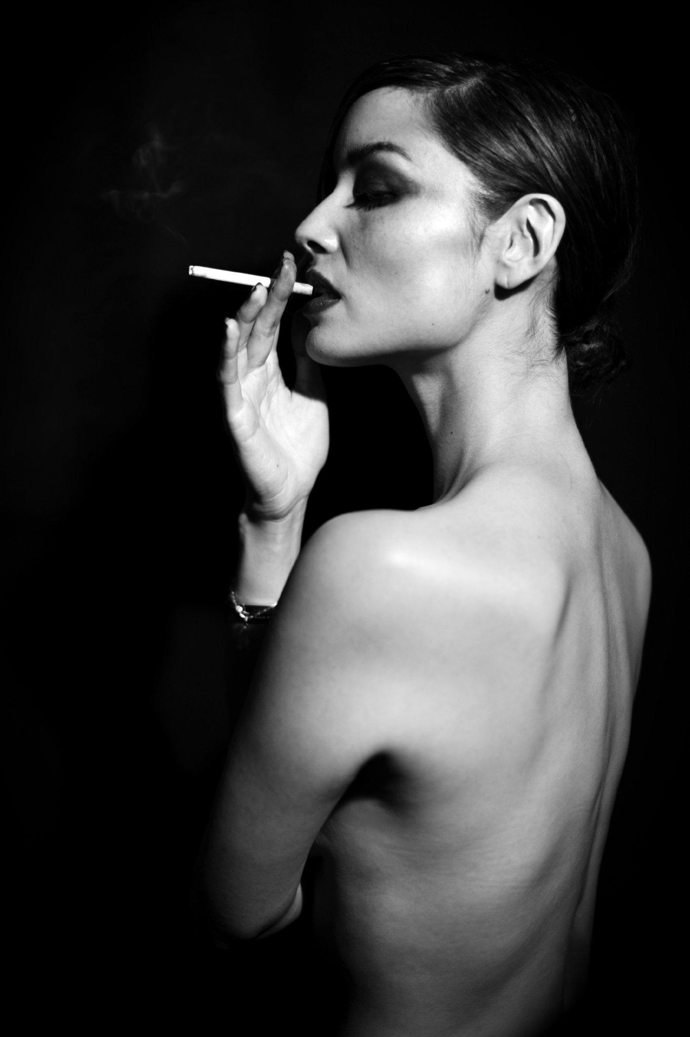 Фото курящих жен 10 фотография