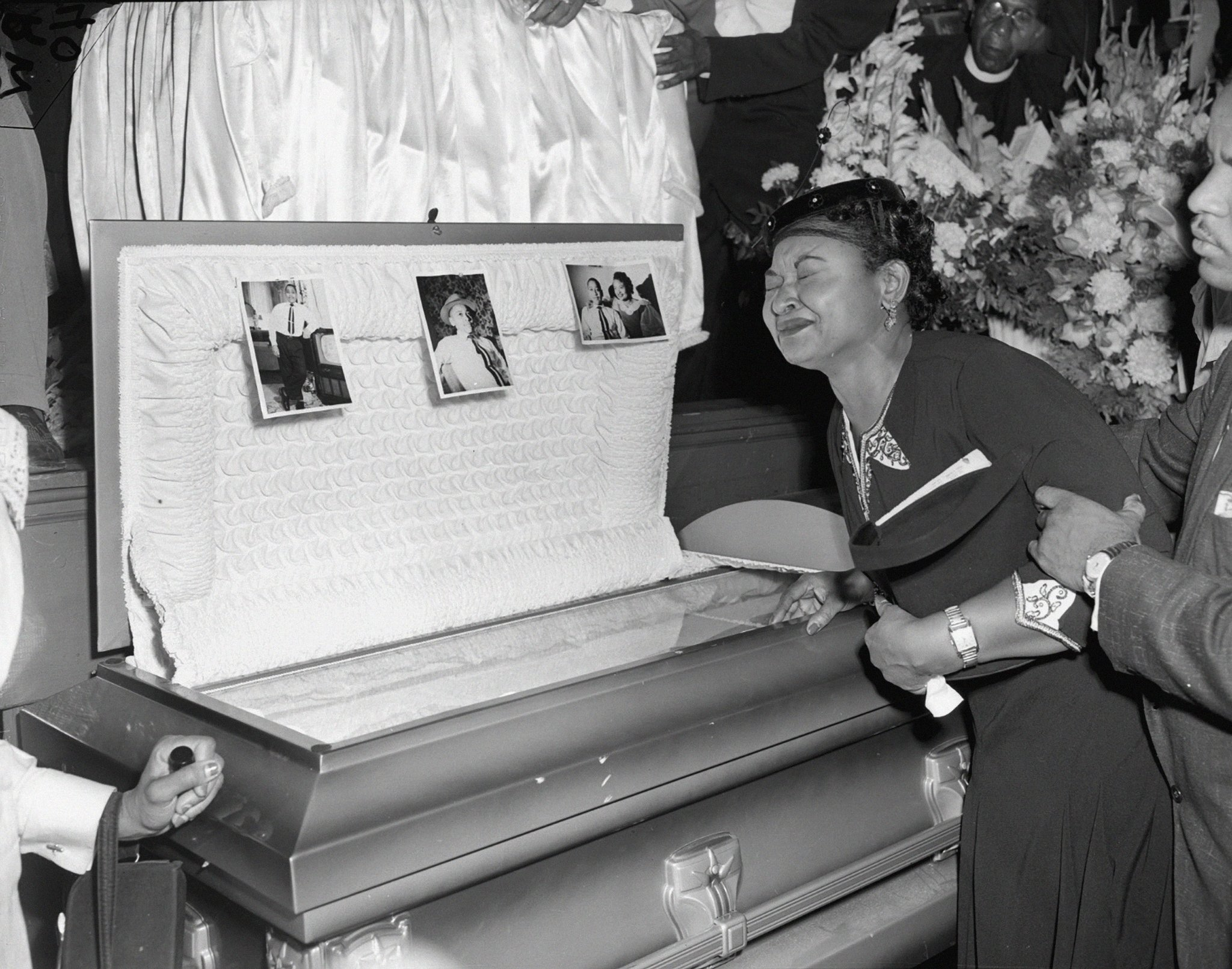 the death of emmett till The death of emmett till, also known as the ballad of emmett till, is a song by american musician and nobel laureate bob dylan about the murder of emmett till till, a 14-year-old african american, was killed on august 28, 1955, by two white men, reportedly after flirting with a white woman.