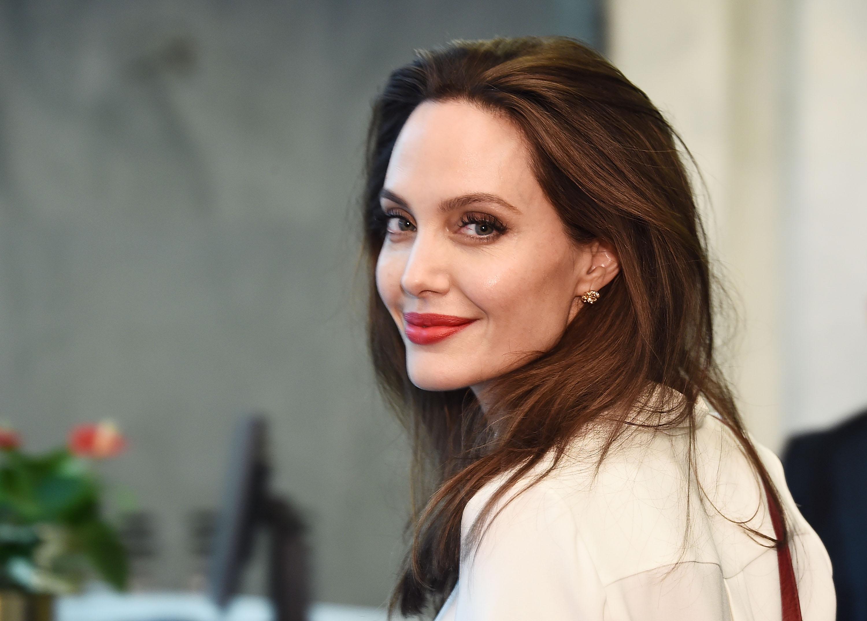Картинки по запросу Angelina Jolie